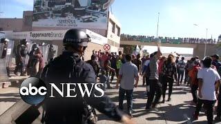Baixar US agents reportedly using tear gas at the Tijuana border