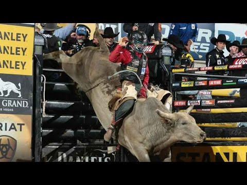 Mike Lee rides Tahonta's Magic Ride for his 500th ride PBR