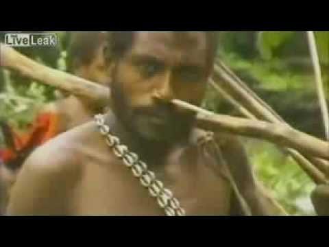Papua New Guinea'de yerlilerin beyaz adamla karşılaşması