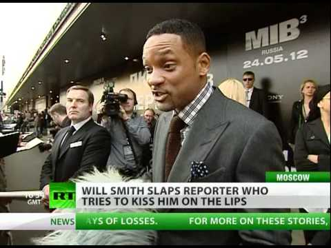WILL SMITH SLAPS REPORTER WHO TRIES TO KISS HIM HD