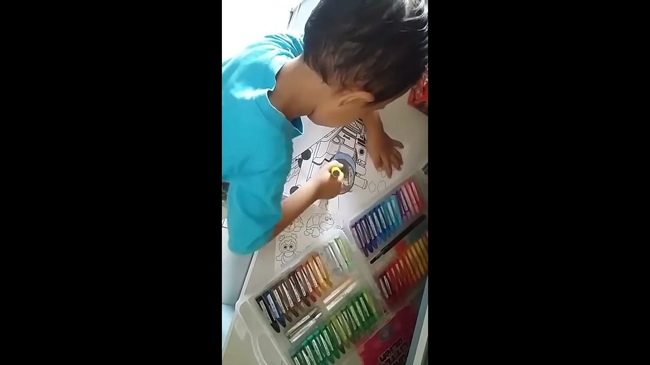 Mewarnai Gambar Kereta Api Thomas And Friends Menggunakan Crayon