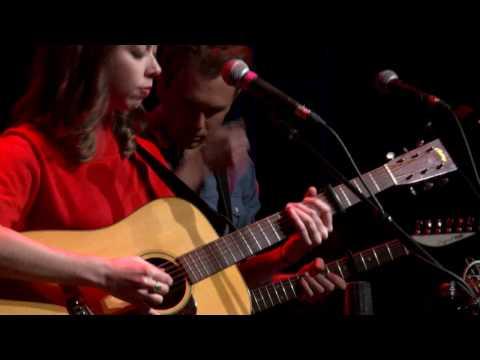 Sarah Jarosz - Take Me Back (eTown webisode #1075)