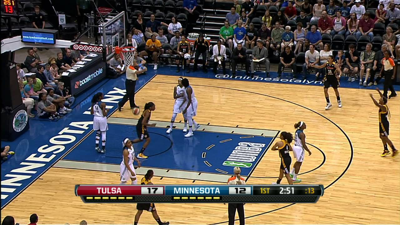 Skylar Diggins Ties Career High in Assists