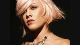 Pink feat Travis McCoy - This is how it goes down