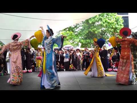 Ao dai performance- VN summer festival-london