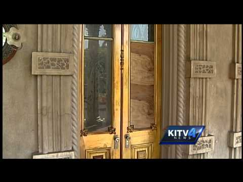Surveillance video catches Iolani Palace vandals in the act