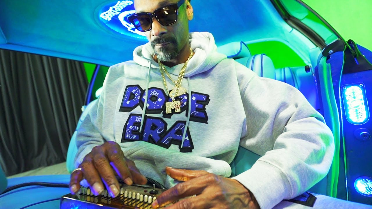 Download Snoop Dogg - Gang Signs (feat. Mozzy) [Official Music Video]