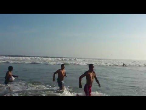 Rescate real de hombre que se ahogaba en playa de mollendo arequipa