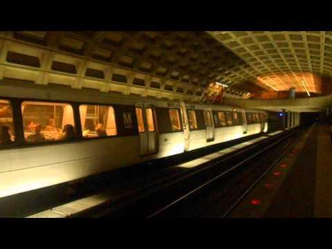 DC Metro (WMATA): 6 cars Orange line train to Vienna at Farragut West