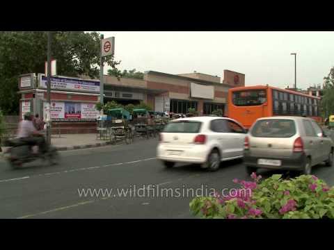 Traffic buzz near Vishwavidyalaya metro station