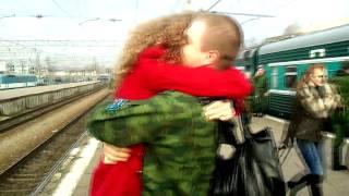 Девушка дождалась парня из армии)
