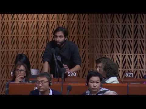 Najat Vallaud-Belkacem répond à Ramïn Farhangi : forum mondial de la démocratie