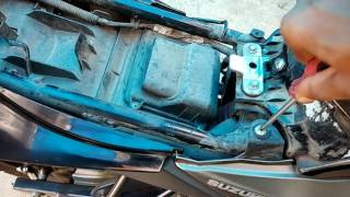 How to clean and change air filter..Suzuki Gixxer ...D.I.Y