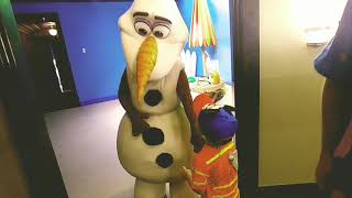 Meeting olaf at Hollywood Studios in Walt Disney World