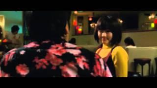 """ひとりぼっちで過ごす20歳の誕生日。寂しい大学生ジロー(小出恵介)の前に、突然キュートな""""彼女""""(綾瀬はるか)が現れる。彼女と過ごした..."""