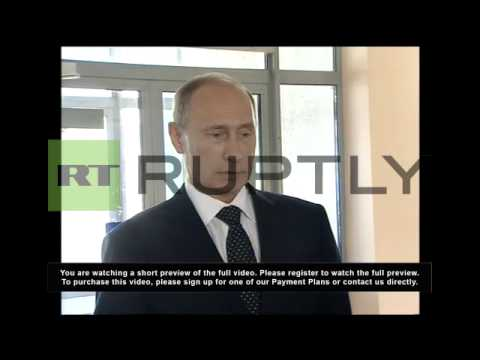 Russia: Putin salutes battle-ready troops