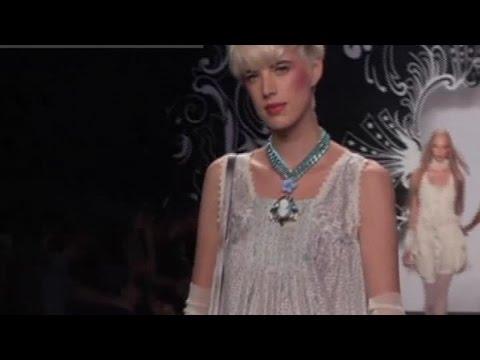 ANNA SUI Fashion Show Spring Summer 2007 New York by Fashion Channel