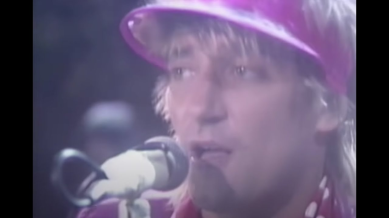 rod-stewart-tonight-im-yours-official-music-video-rhino