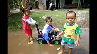 Lagu Anak Diobok Obok, (Video Clip Haikal Dkk Main Air)