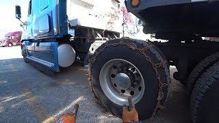 Одеваем зимние цепи на грузовик Snow chain installation