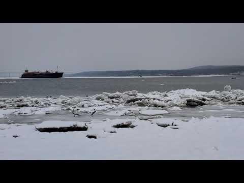 LARGE TUG PUSHING SOUTH HUGE OIL TANKER BARGE