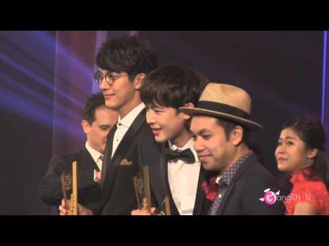 [Fancam] เมื่อหลานคุณได้เจอกับพี่ป๊อด @ Thailand Headlines Person of the Year Awards 2015