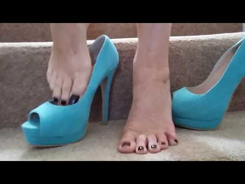 MATURE BARE FEET IN AND OUT OF PLATFORM PEEP TOE SHOES.PART TWO