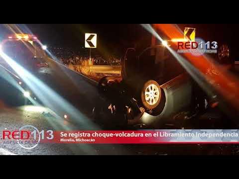VIDEO Hombre muere al volcar auto en la Morelia-Quiroga; hay un herido