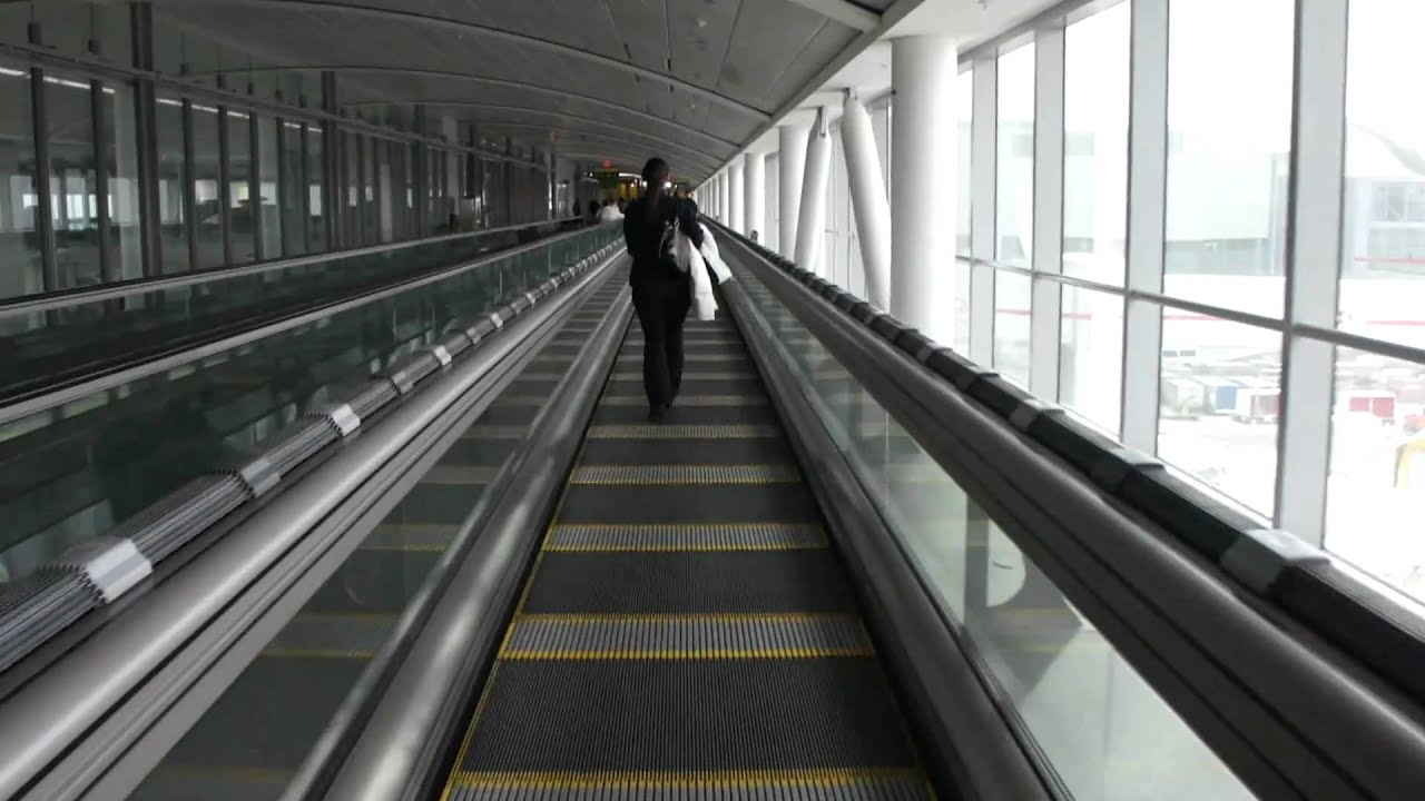 High Speed Moving Walkway Toronto Airport Yyz Youtube