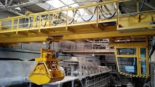Грейферный мостовой кран(Грейферный мостовой кран WERKER грузоподъемностью 10 тонн в цеху Балтийского судостроительного завода. Демон..., 2015-09-16T14:11:38.000Z)