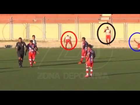 Cuatro jugadores fingieron lesión al mismo tiempo y fueron expulsados