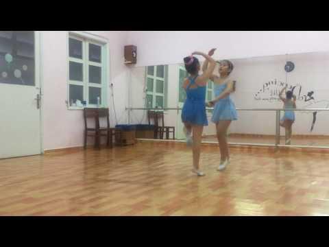 Ballet lớp đội _ Lollipop Art Academy
