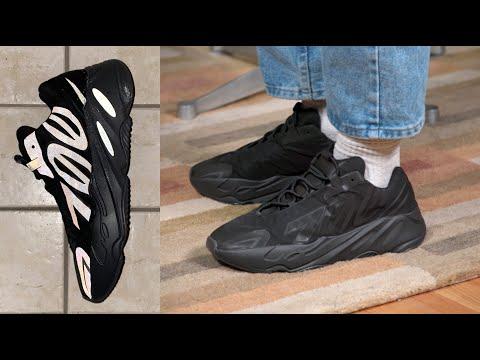 new yeezy 700 black