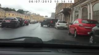 Студент глушит автомобиль с помощью ноутбука(забавный случай, заснятый на видеорегистратор., 2013-04-23T06:57:43.000Z)