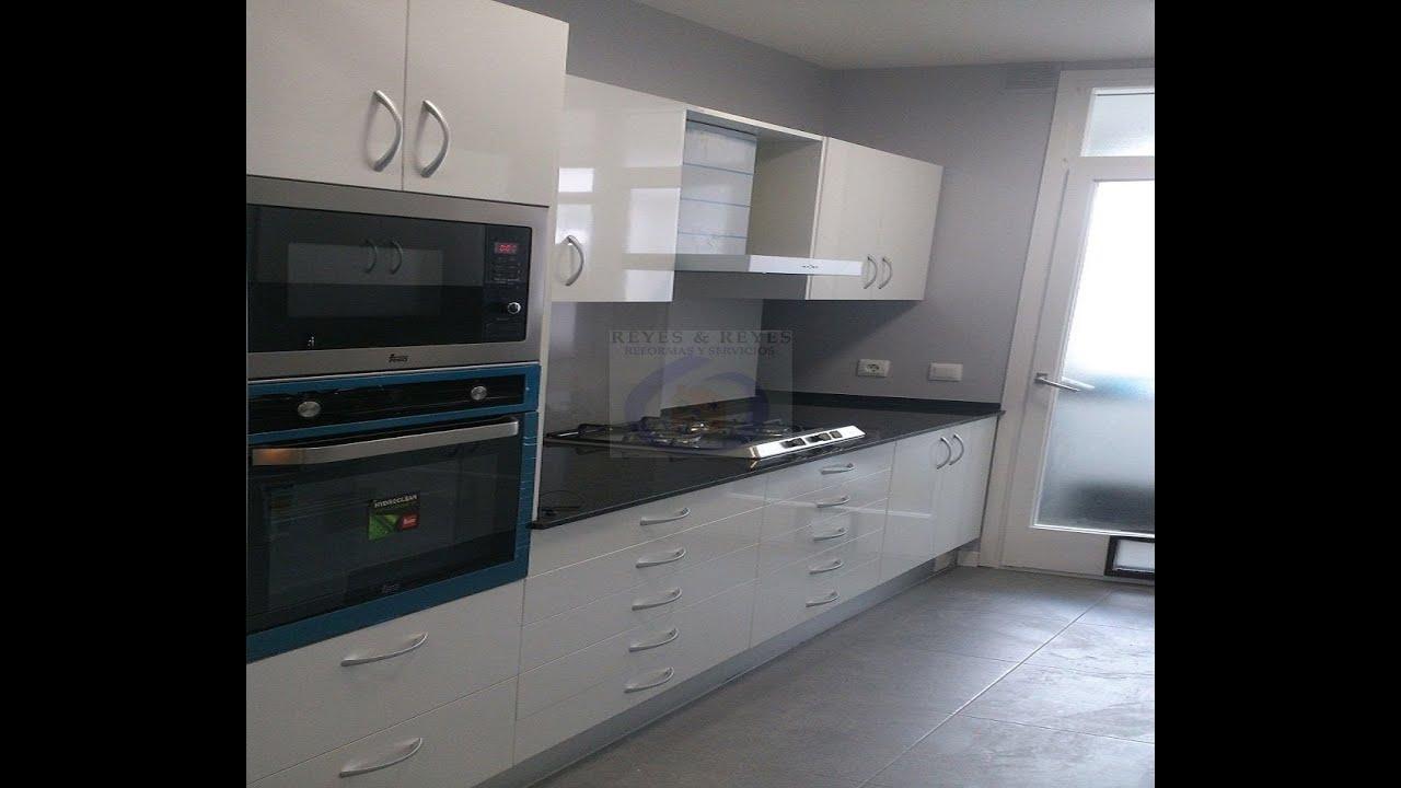Cambiar puertas de cocina awesome como hacer muebles - Cambiar encimera cocina sin obras ...