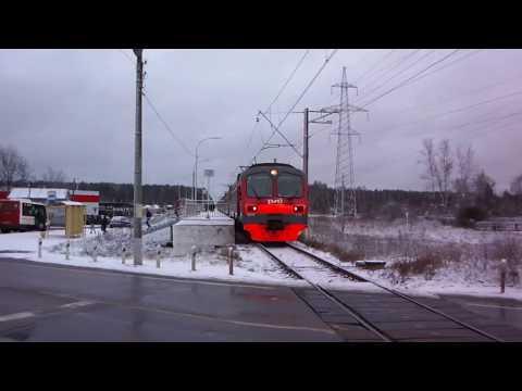 Зимняя платформа Запрудня и электричка на Дубну
