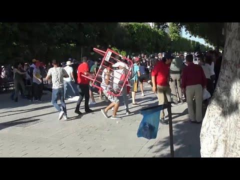 شاهد: اشتباكات في تونس العاصمة بين متظاهرين وعناصر الشرطة …  - 19:54-2021 / 6 / 13