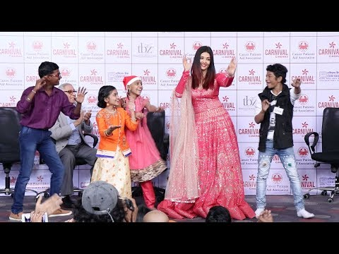 Aishwarya Rai's AMAZING Dance On 'Kajra Re' With Special Children During Christmas Celebrations 2018