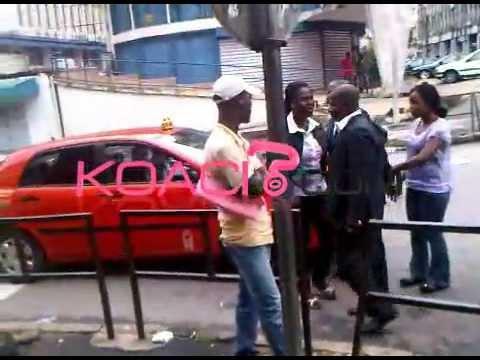 CÔTE D'IVOIRE : En plein Plateau, elle le boxe, lui arrache son portable et réclame ses millions