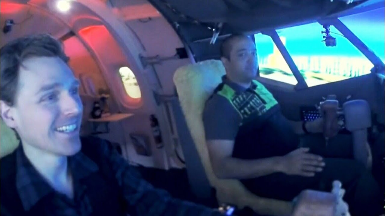 Man takes musicians on flights in 737 aircraft simulator