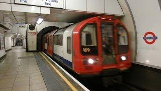 ロンドン地下鉄セントラル線1992形 オックスフォード·サーカス駅到着