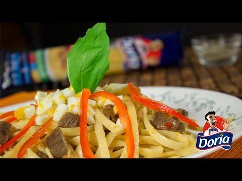 Tallarínes Doria con carne, verduras y huevo