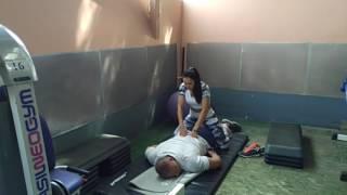 Оксана Бучелла делает массаж мужу после тренировки!