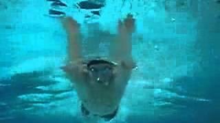 NHKあさイチで話題に!「泳げないあなたも2時間で25m!」アプリはこちら...