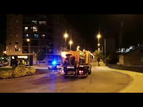 Maquinaria quitanieves desinfecta calles de Ourense