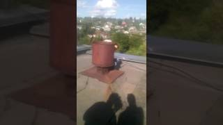 Юрец дрочит на крыше