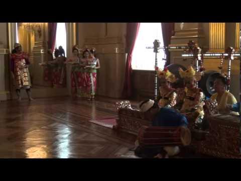 Ciaaattt...Balinese dance PENDET  at royal Palace Brussels, Belgium