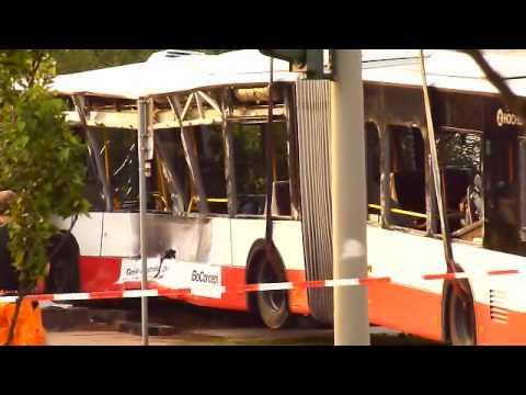 hamburg tonndorf linienbus nach schweren unfall mit feuerwehrwagen geborgen youtube. Black Bedroom Furniture Sets. Home Design Ideas