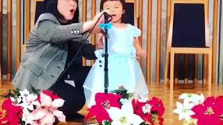 EQWELチャイルドアカデミー静岡駅前教室の発表会で、2歳の女の子が漢詩...