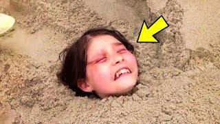 Sie wird lebendig im Sand begraben, der Grund ist schrecklich!